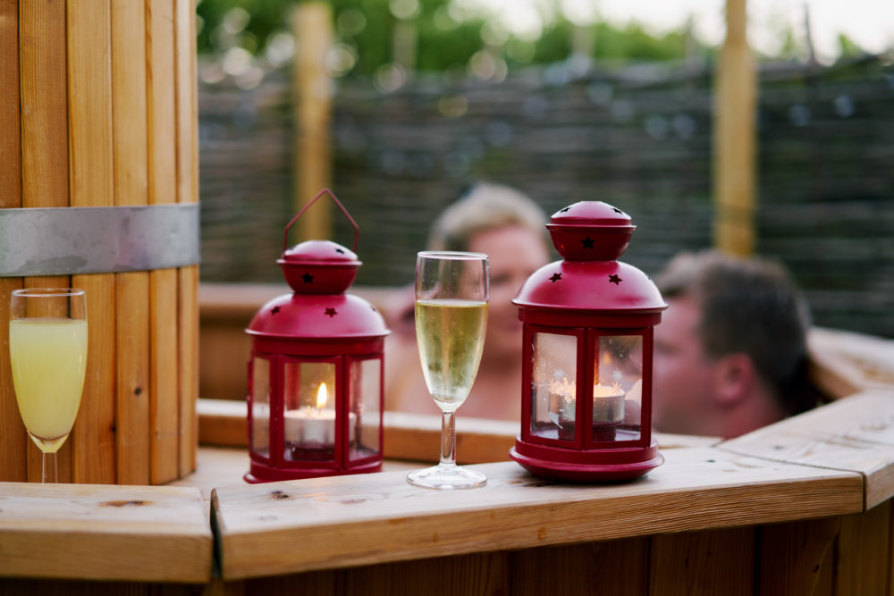 Enjoy the hot tub with some outdoor lanterns*